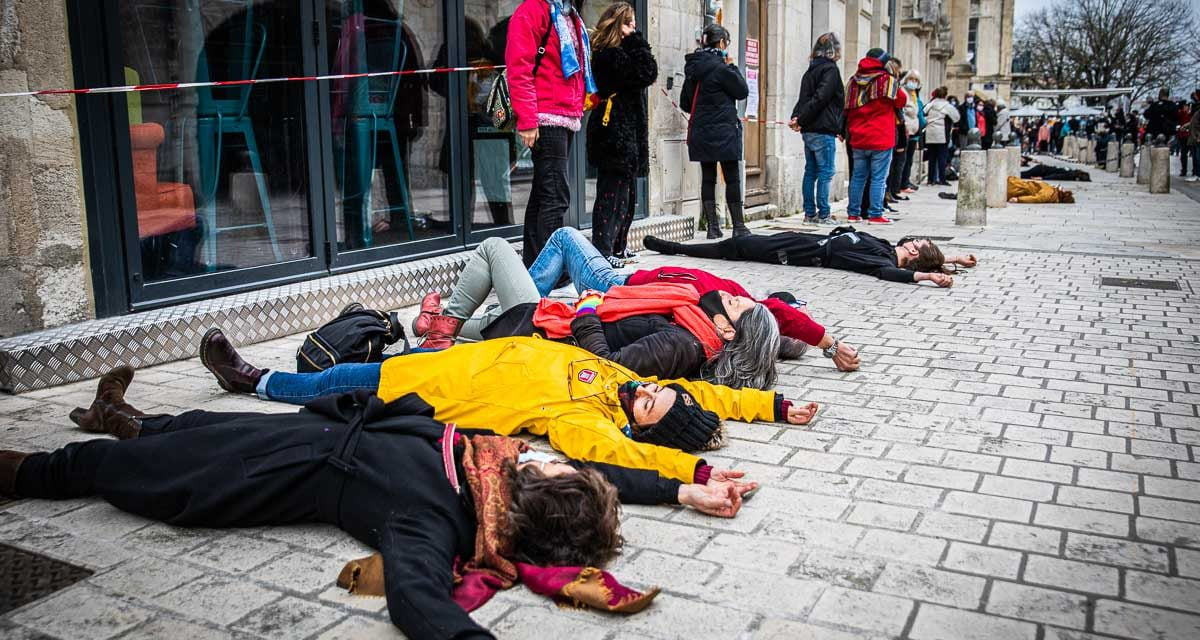 [PHOTOS] La culture a mal : La grande étreinte de la Coursive